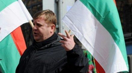 Каракачанов: Без казарма, но с доброволна армейска служба