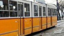 ОТ ПОСЛЕДНИТЕ МИНУТИ! Приеха по спешност 7 души в болница след зверското меле между бус и трамвай в София (СНИМКИ)