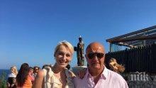 ПЪРВО В ПИК! Стефан Шарлопов на рибен ресторант с Петя Раева в петък - бил в цветущо здраве