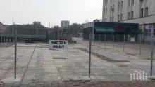 КУРИОЗ! Пловдив с вързани ръце, оградата на реститутите остава