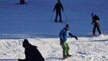 Пампорово се пръска по шевовете, нов сняг радва туристите
