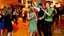 Ученички в САЩ със забрана да отказват покана за танц на момчета по време на забава за Свети Валентин