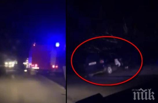 НА КОСЪМ ОТ СМЪРТТА! Три коли се хвърлиха в канавка след верижна катастрофа (ВИДЕО)