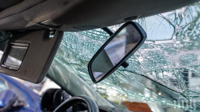ОТ ПОСЛЕДНИТЕ МИНУТИ! Тежка катастрофа на пътя Русе-Плевен! Камион се обърна, шофьорът загина
