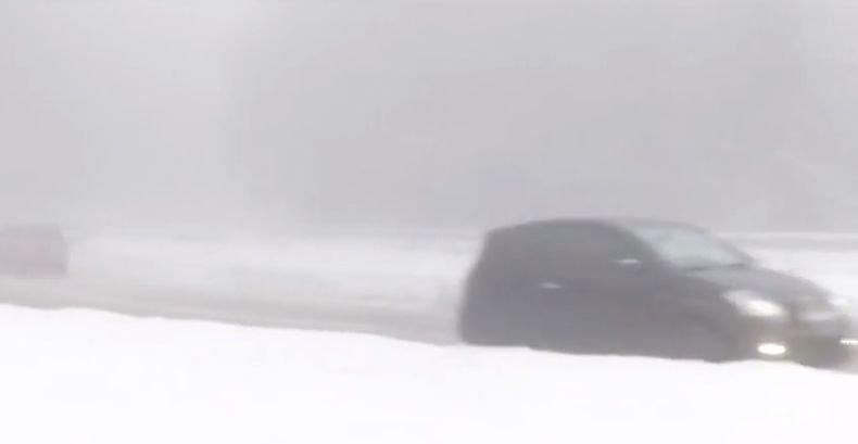 Ограничения по пътищата заради снега
