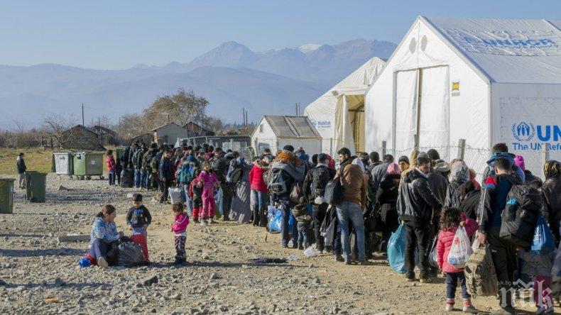 ТРАГЕДИЯ! Камион с над 300 мигранти се обърна в Либия, 23-ма са загинали