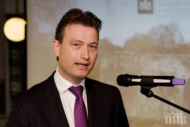 Външният министър на Холандия подаде оставка заради лъжа за среща с Путин