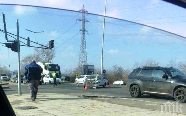 Верижна катастрофа в Бургас, мъж е в болница