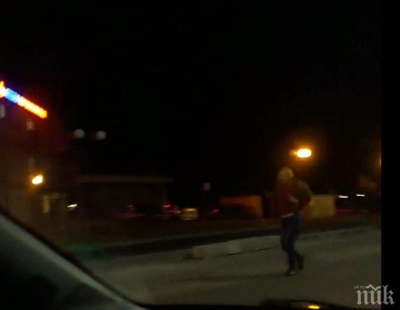 Пияна жена шокира с лунна походка шофьорите в Пловдив (СНИМКИ)