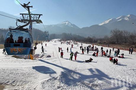 ИЗВЪНРЕДНО! Лавина затрупа сноубордист извън пистите в Банско