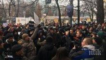 Украински радикали са устроили погром в руския културен център в Киев