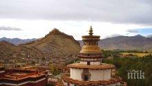 Ужас в Тибет, изгоря свещен храм