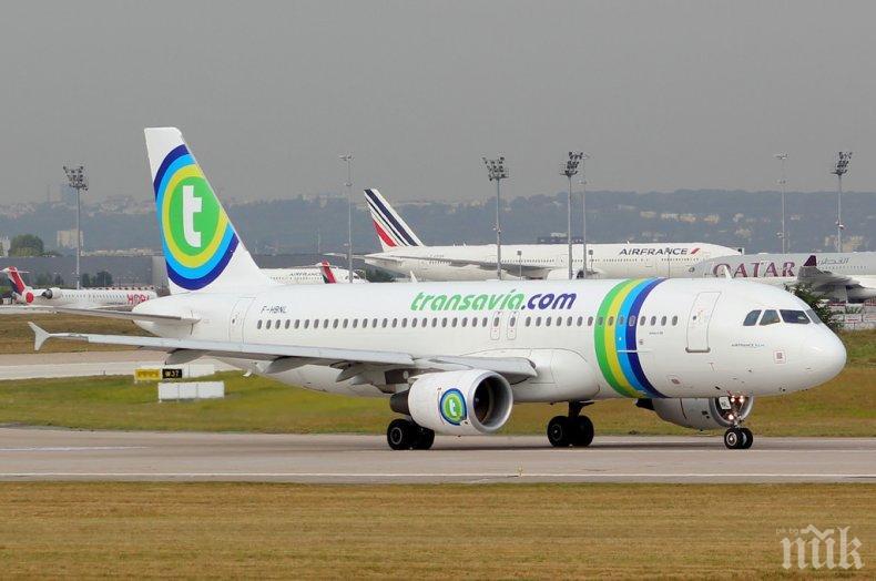 КУРИОЗ! Пърдящ пътник принуди самолет да кацне аварийно
