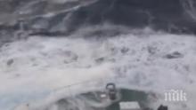 ГЛЕДАЙТЕ НА ЖИВО! Страшна буря в Баренцово море! Вълните почти потапят кораб