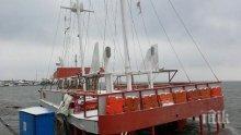 ШОК! Корабчето от Бургас за остров Света Анастасия потъна в морето