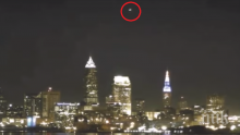 Кливланд изтръпна! Гигантски НЛО прелетя над американския град (ШОКИРАЩО ВИДЕО)