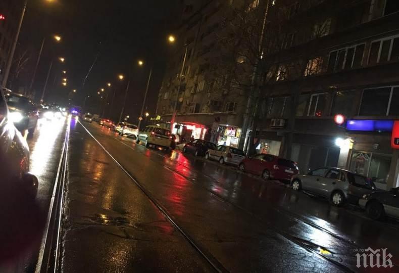 ИЗВЪНРЕДНО! Катастрофа на Шипченски проход в столицата, четири трамвая са спрели (СНИМКИ)
