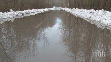 НЕ ПЪТУВАЙТЕ! Река Велека затвори пътя Ахтопол-Синеморец