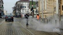Тази нощ мият улиците на София, ето къде минават водоноските