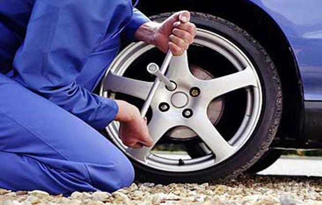 Експерт: Шофьорите да не прибързват със смяната на зимните гуми
