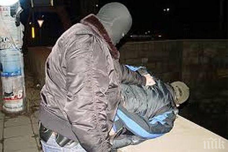 Мащабна акция във Варна, задържаха 11-души за наркотици
