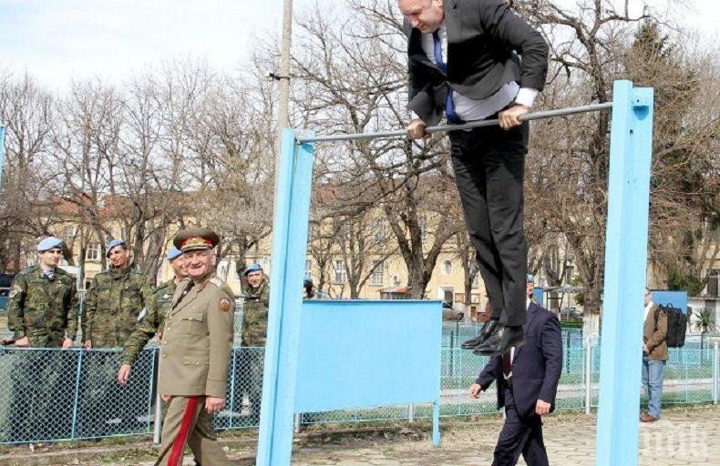 ИМА ЛИ ПИЛОТ В САМОЛЕТА!? Президентът Радев се метна на лост, извъртя коремно (СНИМКИ)