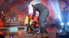 РЕЗИЛ! Анелия падна на сцената по време на промоцията на новия й албум (СНИМКИ)