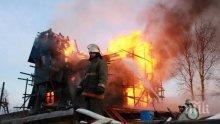 ОГНЕН АД В ЦЕНТЪРА НА СТОЛИЦАТА! Три екипа пожарникари гасят пожара