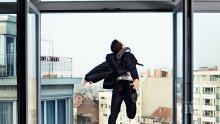 ЖЕСТОКА ДРАМА В РУСЕ! Млад мъж скочи от 9-ия етаж, докато майка му готви