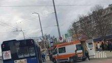 Автобус помете пешеходка в Бургас! Жената е в кома