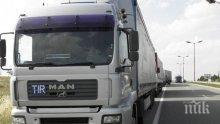 Румънски ТИР се обърна на пътя Бяла - Плевен