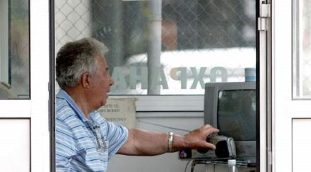 Проверяват оръжието на пенсионерите охранители