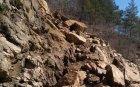СРУТИЩЕТО КРАЙ СМОЛЯН: Прокопават път през скалите