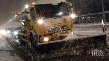 ОФАНЗИВА! 135 машини по улиците в София ръсят смеси срещу заледяване