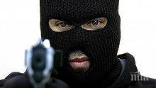 ЕКШЪН! Мъж с маска и пистолет опита да обере търговски обект в Пловдив