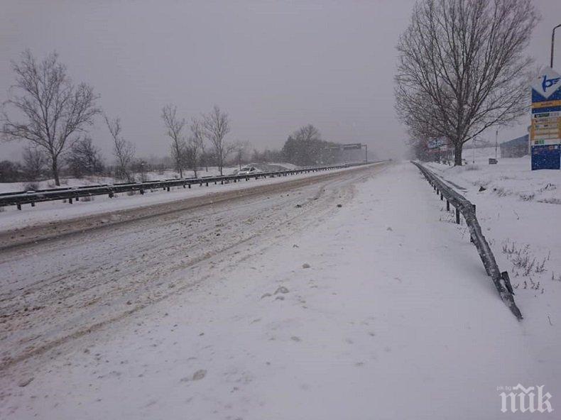 """ВАЖНО! Заради снега: С две КПП-та спират камионите по магистрала """"Хемус"""""""