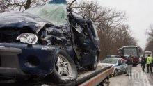 ФАТАЛНО МЕЛЕ! Брутална катастрофа на пътя Карлово-Сопот, има загинал