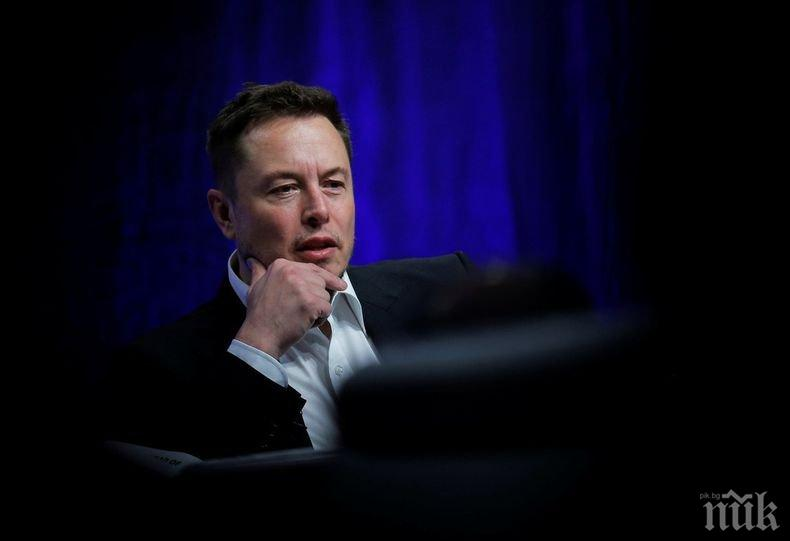 """Акциите на """"Тесла"""" се сринаха след шегата на Илон Мъск за банкрут на компанията"""