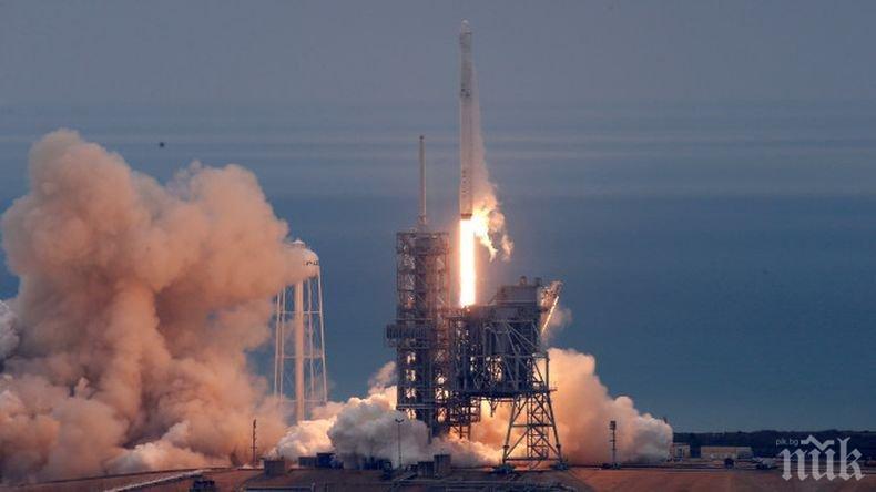 """Космическият товарен кораб """"Дракон"""" достигна орбита"""