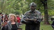 Откриха паметник на актьора Григор Вачков