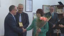 БДЖ награди Фатме от влака-факла София - Бургас с пари и букет (ВИДЕО)