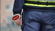 АРЕСТ НА МОМЕНТА! Габровец метна 30 кинта в патрулката на катаджии