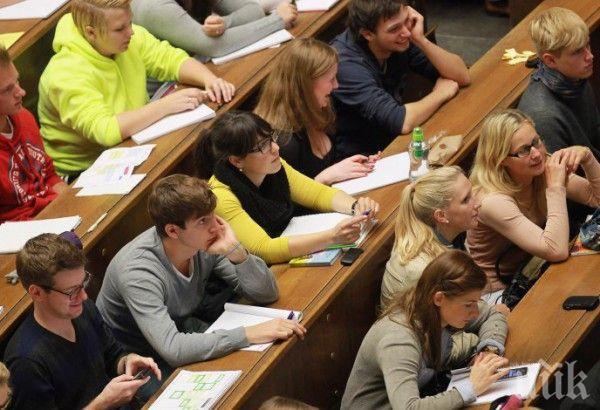 Почти 8000 студенти зарязали университета