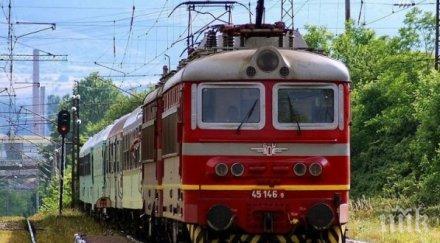 Локомотив дерайлира на гара Златица