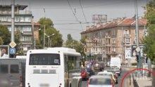 Дядка с лада катастрофира в центъра на Пловдив