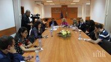 ФАКТ! Жените в България получават средно с 15,4% по-ниски заплати от мъжете