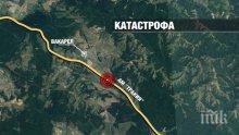 КЪРВАВО МЕЛЕ! Автобус се обърна край Вакарел, вероятно има жертви! 11 линейки спасяват пострадали (СНИМКИ)