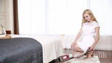 ЕКСТРИ! Гола чистачка разтребва дома срещу 45 евро на час