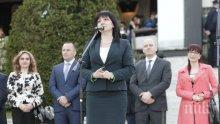 Караянчева заведе депутати на празника на Сандански