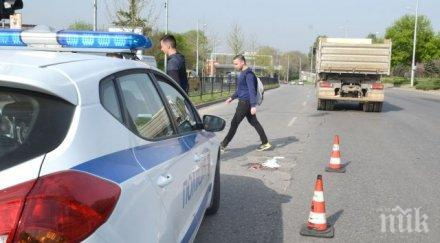 Камион помля старица в Пловдив